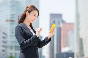 「スマホ型ビジネスフォン」はスマホから設定変更ができるのも特徴の1つ