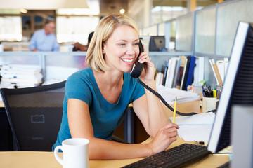 ひかり電話オフィスタイプとは、NTTの提供するインターネットサービス 「フレッツ光」を利用したIP電話サービス の一種。